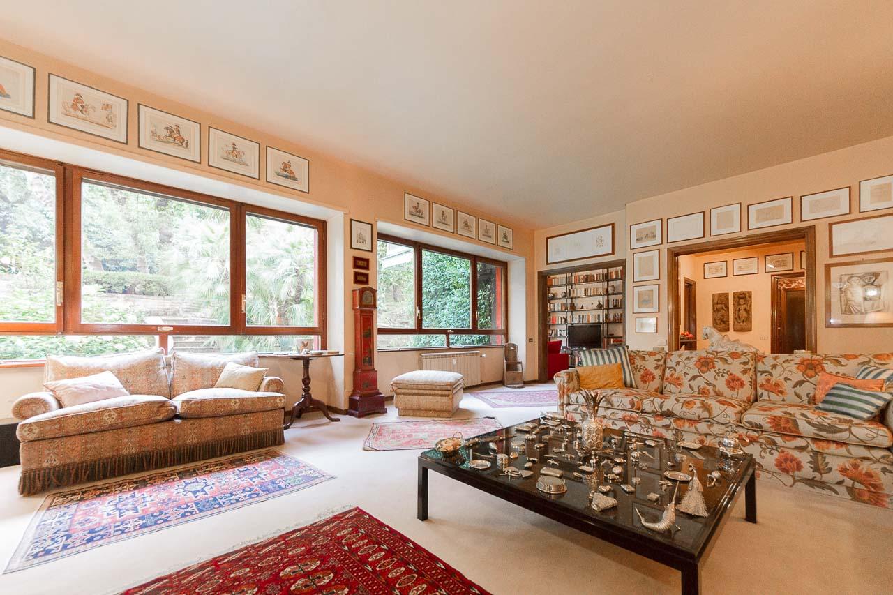 Home with Garden Rome – Prestige Apartment in Ponte Milvio