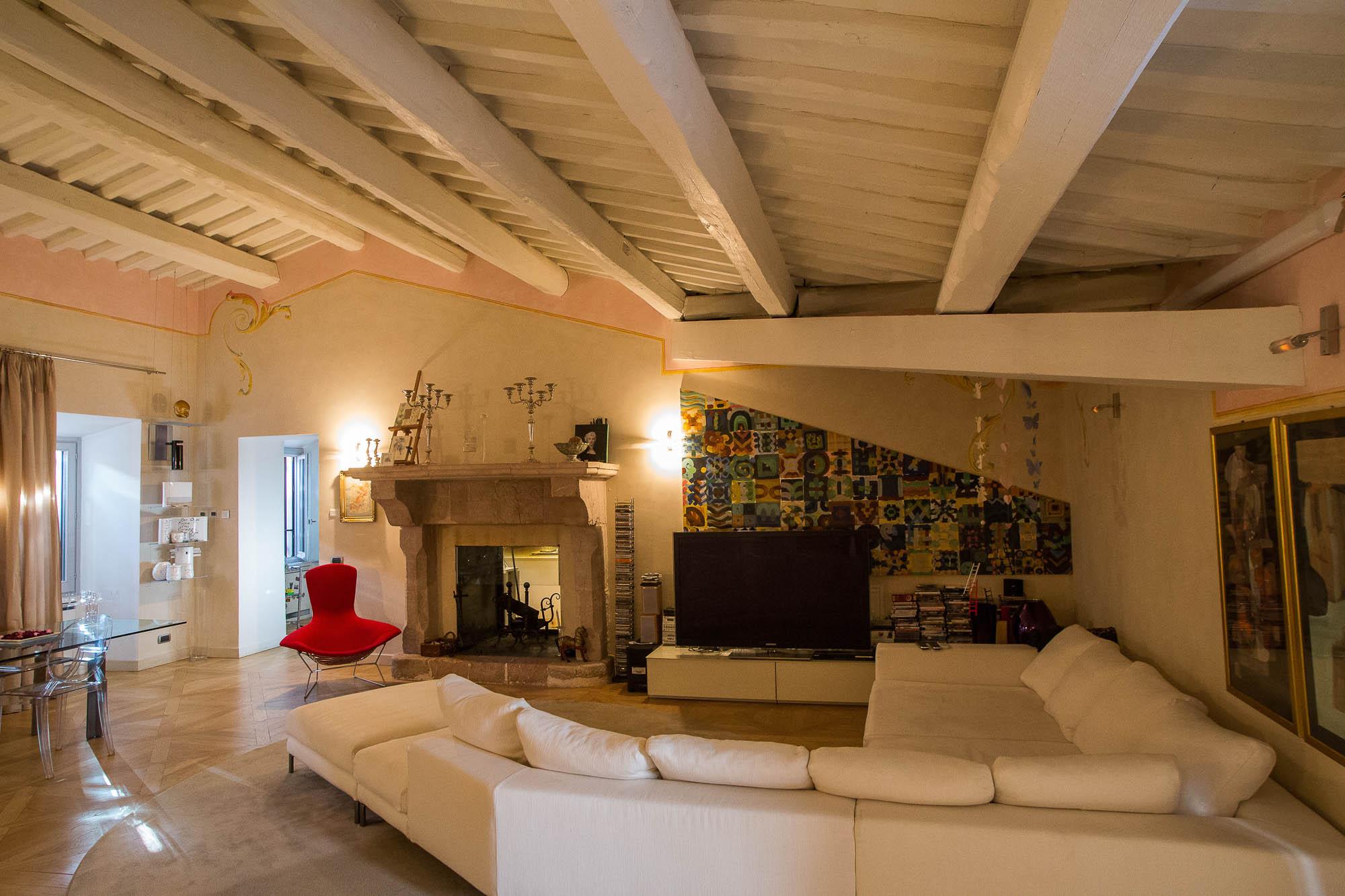 Appartamento centro storico spoleto dimora di lusso all for Affitto case di lusso a roma zona centro